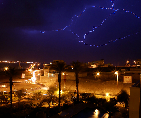 Lightning strikes Eilat (Photo: Gil Koplovitz) (Photo: Gil Koplovitz)