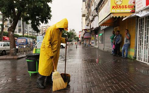 Rain falls in Netanya (Photo: Ido Erez) (Photo: Ido Erez)
