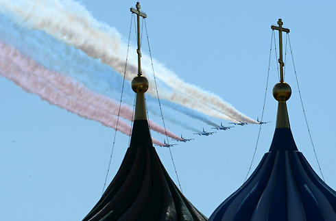 Flyover by Russian jets during parade (Photo: AFP)