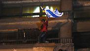 מצרים קהיר מפגינים הפגנה הורידו דגל מ שגרירות ישראל Photo: AP