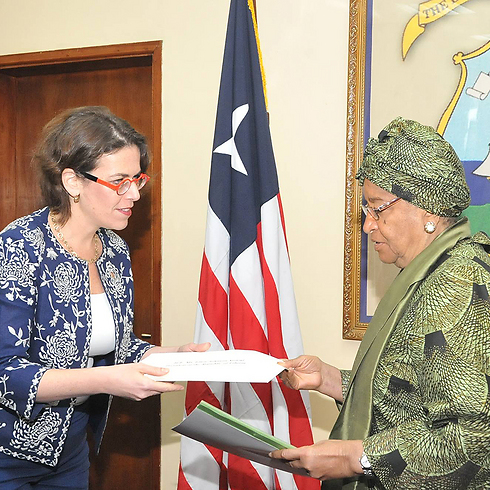 Israel's Ambassador to Ghana, Sharon Bar-li, presenting her credentials to Liberian President Ellen Johnson Sirleaf.