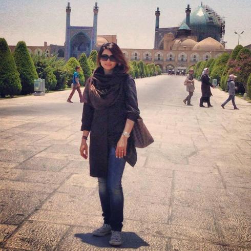 לשימוש הכתבה בלבד! איראן קמפיין פייסבוק נשים מורידות רעלה