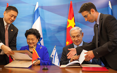 Prime Minister Benjamin Netanyahu with Chinese Vice Premier Liu Yandong (Photo: Emil Suliman)