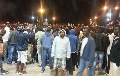 Asylum seekers protest at Holot (Photo: Anwar)