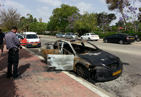 The burnt car in Omer (Photo: Barel Ephraim) Photo: Barel Ephraim
