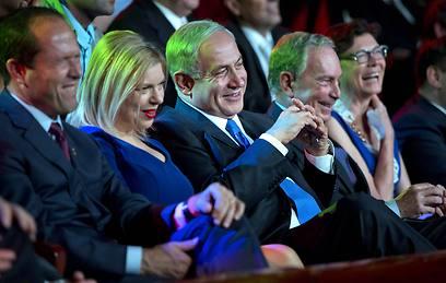 Enjoying the jokes. Bloomberg, the Netanyahu couple and Jerusalem Mayor Barkat (Photo: AFP)