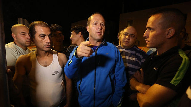 ראש העיר ירושלים ניר ברקת בזירת הפיצוץ (צילום: גיל יוחנן)