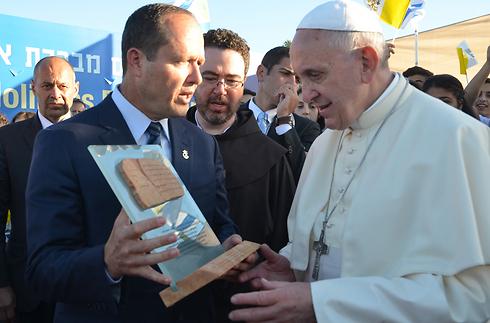 Pope in Jerusalem with Mayor Nir Barkat (Photo: Jerusalem Municipality)