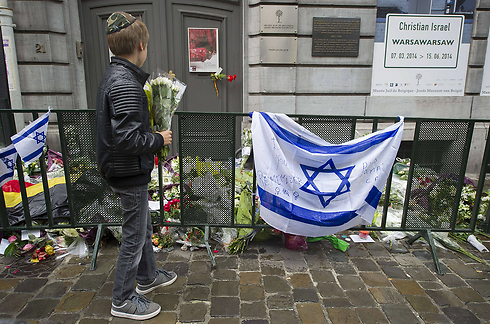 Makeshift memorial at the entrance of the Jewish Museum in Brussles (Photo: AP) Photo: AP