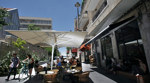Betzalel Cafe provides a casual alternative to restaurants open on Shabbat. (Photo: Photo: Alex Kolomoisky) Photo: Alex Kolomoisky