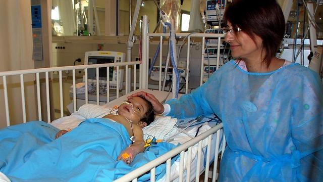 זכה בכבד של זוהר. מוחמד מוג'האד בבית החולים שניידר (צילום: בי