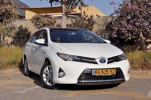טויוטה אוריס סטיישן - תצרוכת הדלק הכי טובה במבחן ערוץ הרכב מבין 50 המבחנים האחרונים (צילום: רועי צוקרמן)