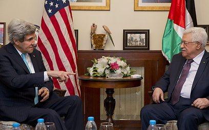 US Secretary of State John Kerry and Palestinian President Mahmoud Abbas (Photo: AP)