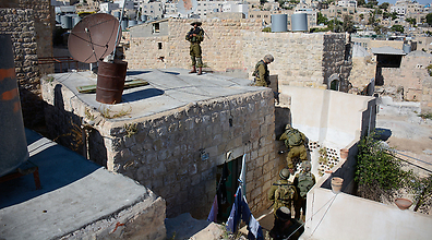 IDF soldiers surround a building in Hebron. (Photo: IDF Spokeperson's Unit)