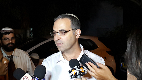 Yishay Frenkel, Naftali's uncle, speaking to reports in Nof Ayalon (Photo: Yariv Katz)