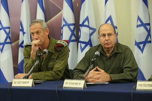 Chief of Staff Benny Gantz and Defense Minister Moshe Ya'alon (Photo: Yaron Brenner)