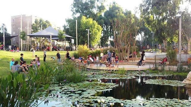 """פארק קרית ספר בת""""א. ריאה ירוקה במקום עוד מגדלים (צילום: """"ירוק במקום בטון"""")"""