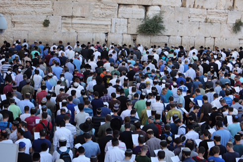 Tens of thousands filled the plaza at the Western Wall in prayer for the kidnapped teens. (Photo: Gil Yochanon) Photo: Gil Yochanon