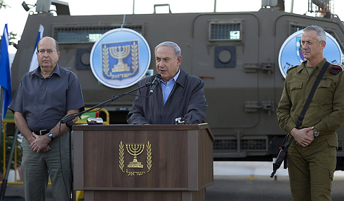 PM Netanyahu at press conference with Defense Minister Moshe Ya'alon at Yehuda territorial brigade (Photo: AFP) Photo: AFP