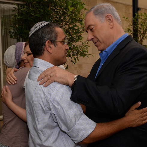 Prime Minister Benjamin Netanyahu visiting the families of the kidnapped teens (Photo: Kobi Gideon, GPO Photo: GPO, Kobi Gideon