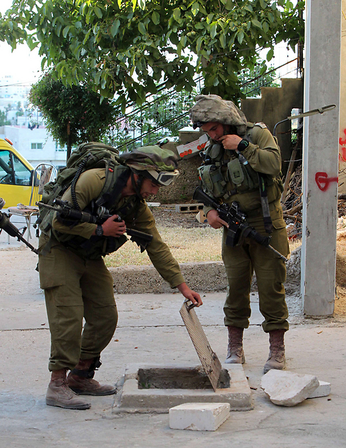 IDF troops conduct searches in Hebron (Photo: AFP) Photo: AFP