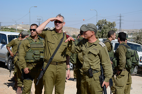 IDF Chief Gantz with Paratroopers commander Toledano near Hebron (Photo: IDF)