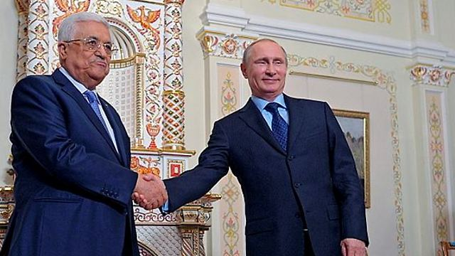 Abbas with Putin (Photo: EPA)