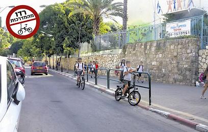 """""""מדובר בתופעה נרחבת ובעייתית"""". ילדים בדרכם לבית הספר היסודי צהלה (צילום: תומי הרפז)"""