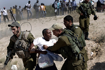 Asylum seekers clashed with IDF forces as they left Holot (Photo: AP)