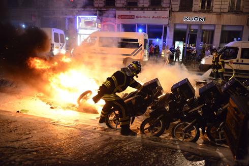 מהומות בעיר ליון במהלך חגיגות העלייה (צילום: AFP)