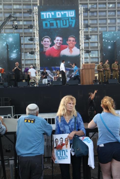 העצרת בכיכר רבין.  (צילום: מוטי קמחי)