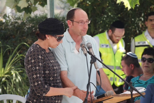 Bat Galim and Ofir Shaer at their son Gil-Ad's funeral (Photo: Motti Kimchi) Photo: Motti Kimchi