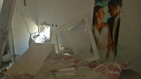 Sderot house sustains direct hit (Photo: Roee Idan)