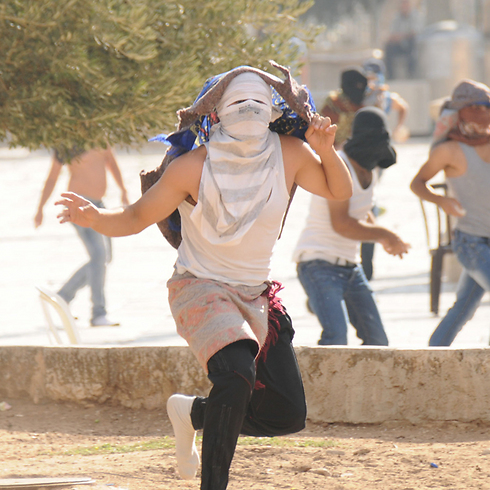 Masked protestors hurl stones at police on Temple Mount on July (Archive photo: Israeli police) (PHOTO: Israeli Police )