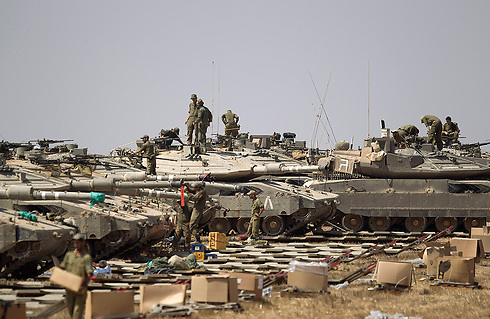 IDF tanks on the Gaza border (Photo: AP)