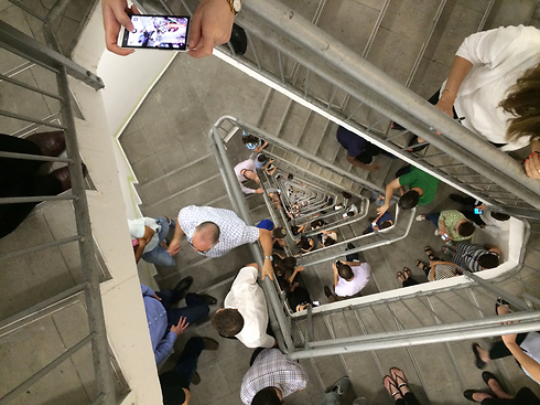 Tel Aviv residents take cover in stairwell of Azrieli (Photo: Noa Mayer) Photo: Noa Mayer