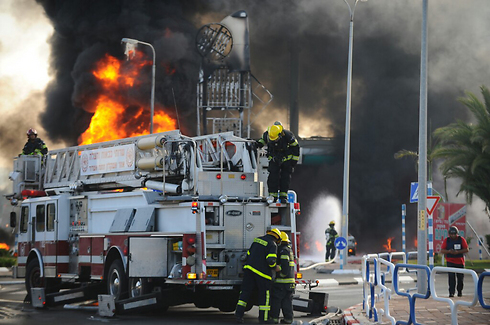 Firefighters on the scene after rocket hits Ashdod gas fire, causing a fire (Photo: Avi Rokach)