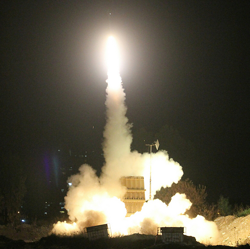 Iron Dome launching interceptor near Tel Aviv area (Photo: Ido Erez)