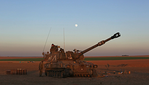 IDF tank on Gaza border (Photo: EPA) Photo: EPA