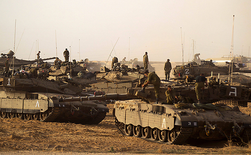 IDF tanks on the Gaza border (Photo: EPA)