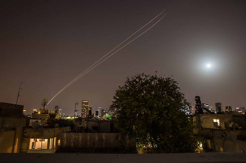 Iron Dome intercepting Gaza rocket above Tel Aviv (Photo: Ohad Kev)