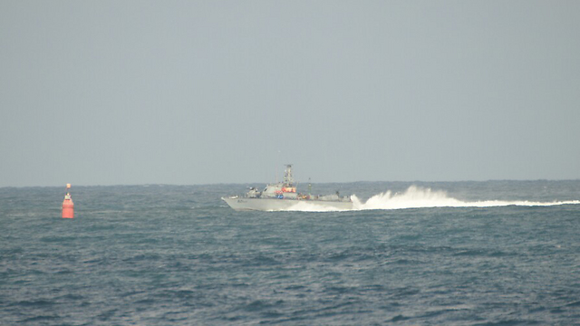 Israeli Navy patrolling near Ashdod (Photo: Avi Rokach)
