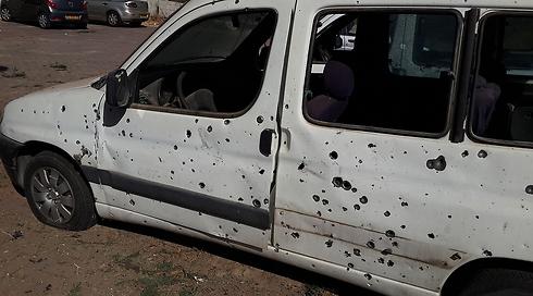 Damage to car in Sderot (Photo: Roee Idan)