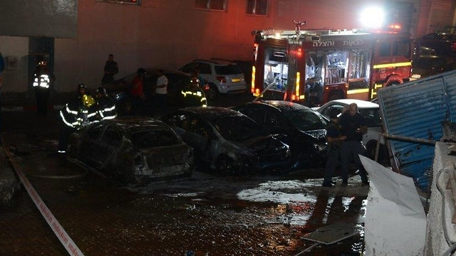 Burnt cars in Eilat (Photo: Yair Sagai)