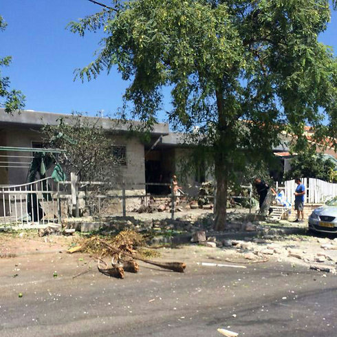 Rocket hit in Sha'ar HaNegev Regional Council (Yoav Zitun)
