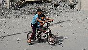 Palestinian children near Rafah Photo: Reuters