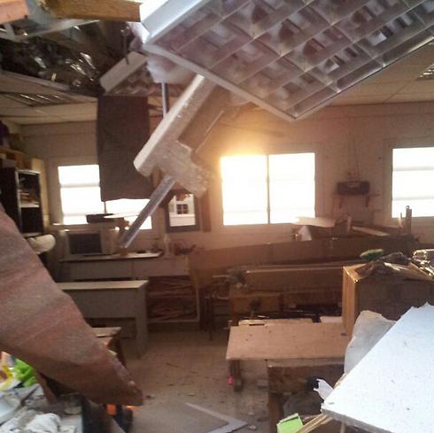 נזק מרקטה בבית ספר בראשון לציון אתמול ( )