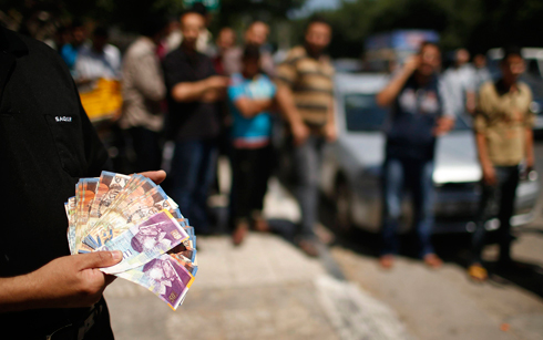 Israeli currency in Gaza (Photo: Reuters)