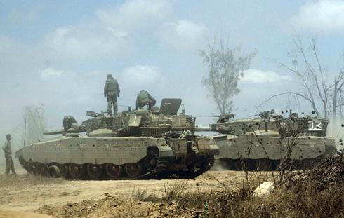 IDF tanks on the Gaza border (Photo: Ido Erez)