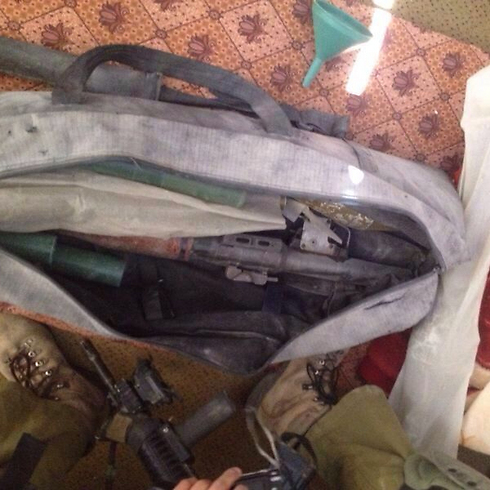 Arms found in tunnel (Photo: IDF)